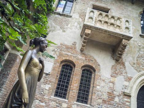 Gulieta's monument and her balcony in Verona in Italy