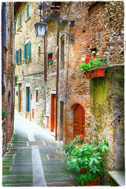 charming old streets of medieval towns of Italy